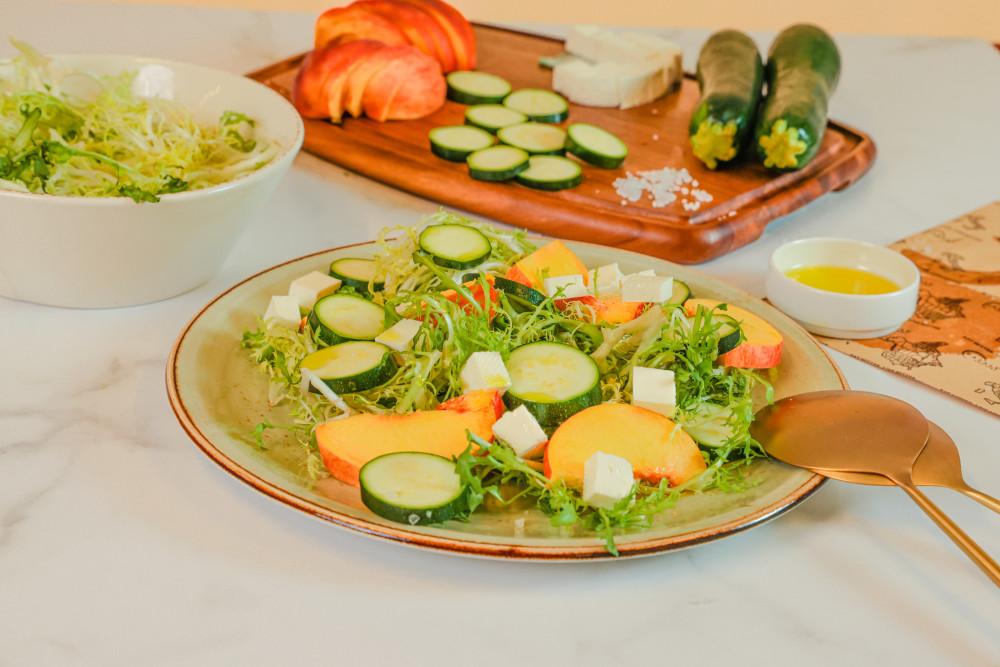 Peach and zucchini salad